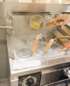 源泉を使用して麺を茹でる